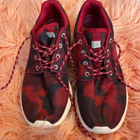 Nike camo roshe run